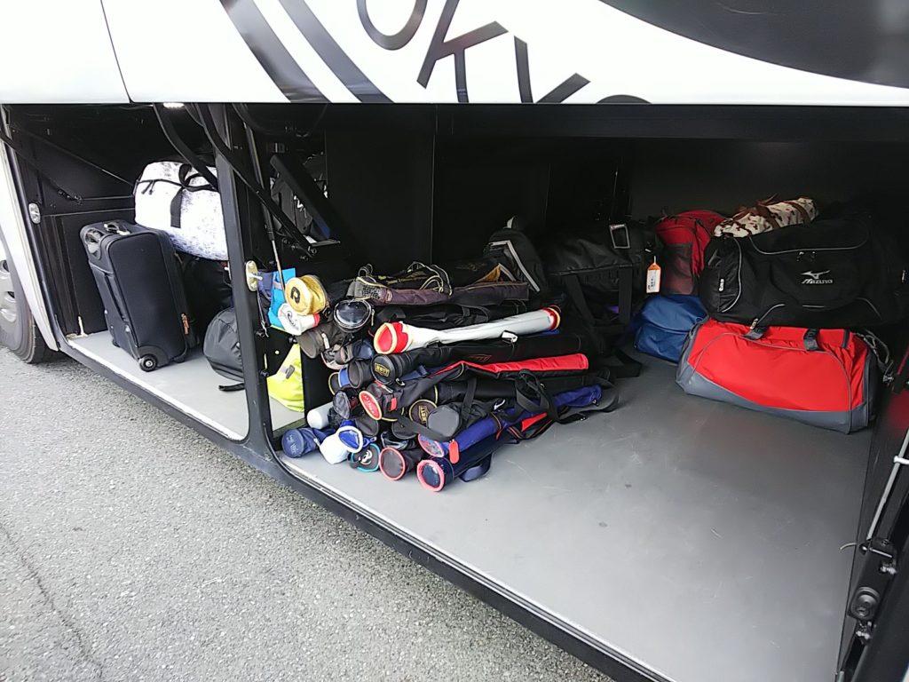 大型バスのトランク