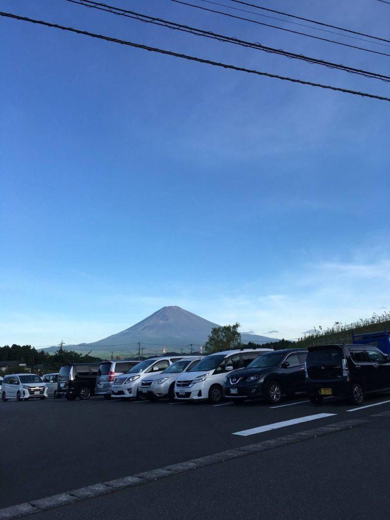 早朝の富士山画像