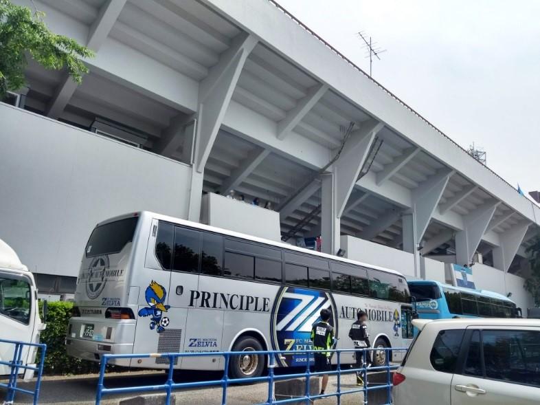 横浜選手バス