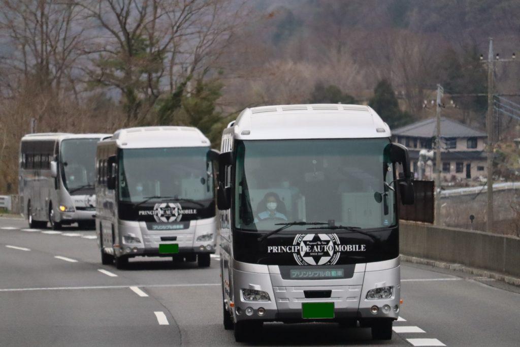 たくさんの観光バス 写真