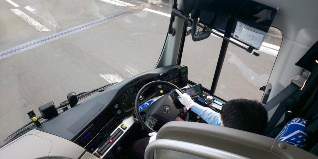 貸切バス 運転席
